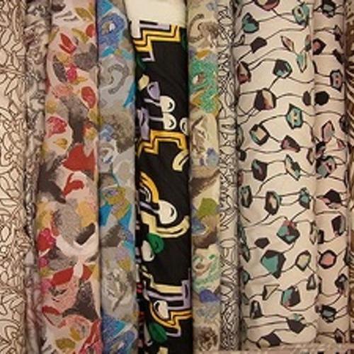 大きめのシルクスカーフに最適なオリエンタル柄の生地