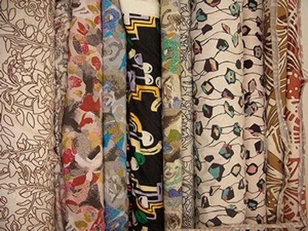 大きめのシルクスカーフに最適なオリエンタル柄の生地のサムネイル