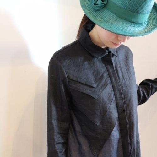 giftのシャツとマオ カワナベの帽子